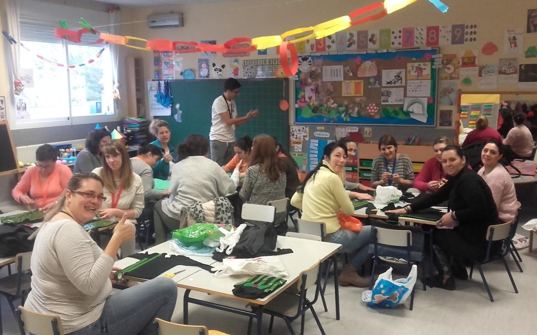 CLASE DE PRE-TECNOLOGÍA PARA LAS MADRES Y PADRES DE 5 AÑOS (TALLER DE DISFRACES DE CARNAVAL)